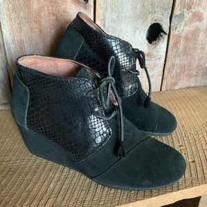 Toms Black Wedge Heel Lace Up Ankle Booties Sz 10